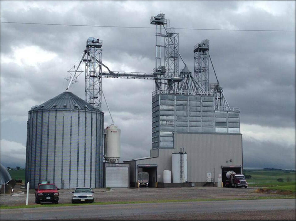 Central Plains Milling Livestock Feed Manufacturing Company - Reaching Beef Producers, Cow Calf Producers, Nebraska Pork Producers, Rural Farms serving Nebraska